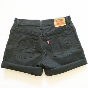 W's Levi's classic fit high rise shorts sz 8 black
